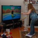 Cómo combatir la obesidad infantil usando los mismos entretenimientos sedentarios