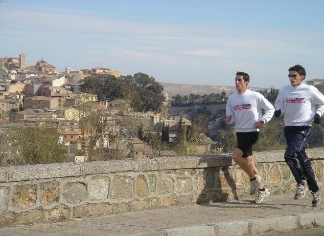 atletas-corriendo-al-fondo-toledo.jpg